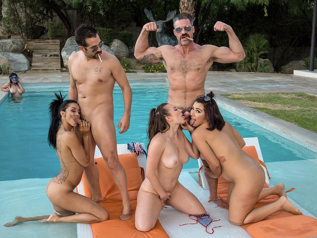 Lily Love & Gia Vendetti - Fuckin' Lifestyle Image 2
